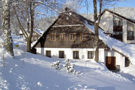 Zimní dovolená na horách - dovolená na chatě pod Bramberkem v Jizerských horách